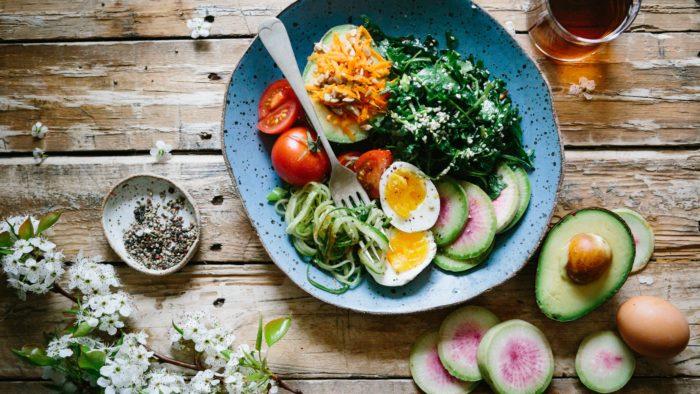 assiette colorée healthy