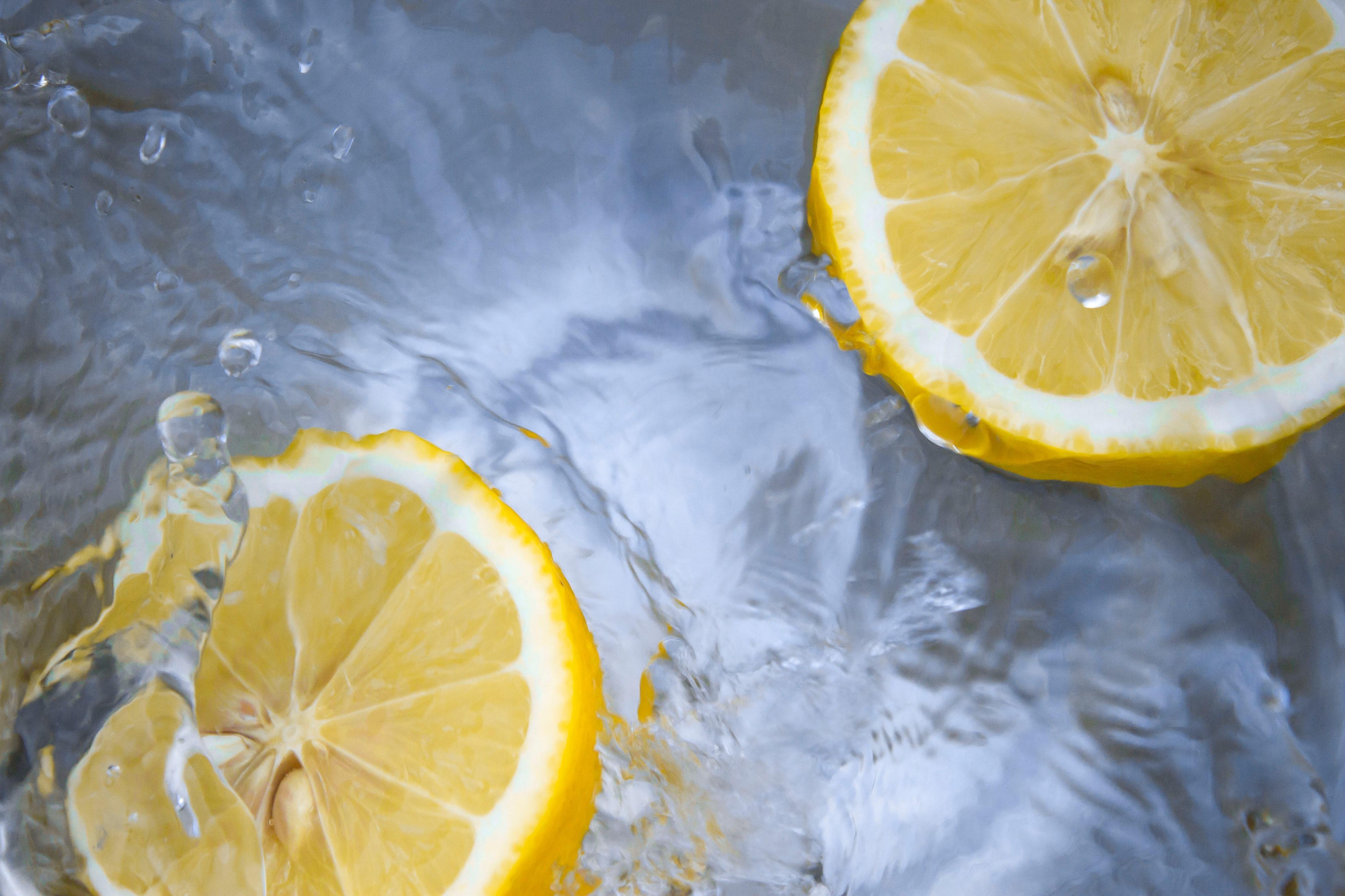 eau citronnée