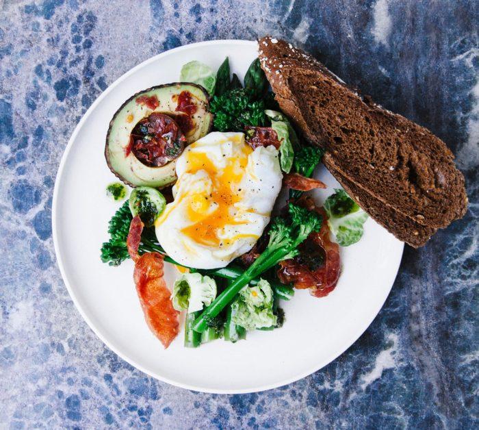œuf au petit déjeuner