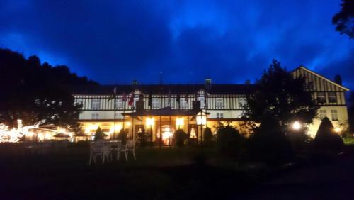 Le Grand Hotel, un des bâtiments iconiques de Nuwara Eliya. De nuit...